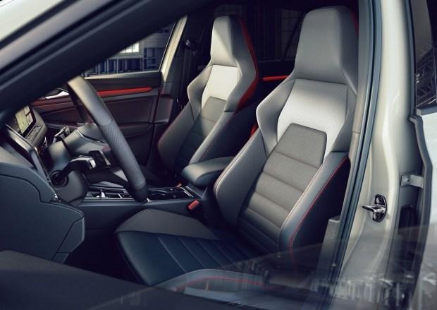 У нового Volkswagen Golf GTI появилась 300-сильная версия Clubsport