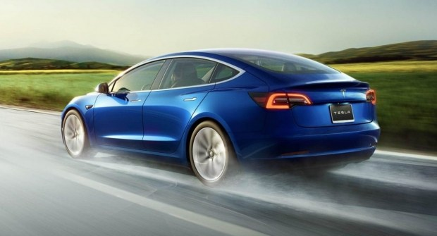 Tesla обновила Model 3