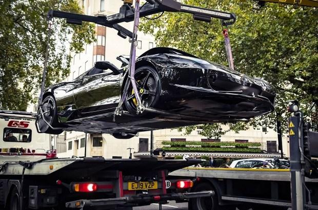 В Лондоне две Ferrari решили сделать «бургер» из BMW