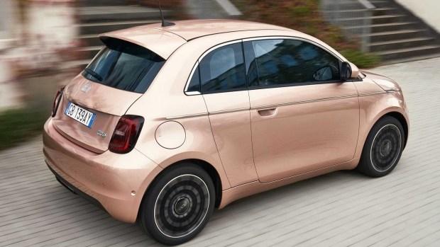 Fiat 500e с дополнительной калиткой для мам и пап