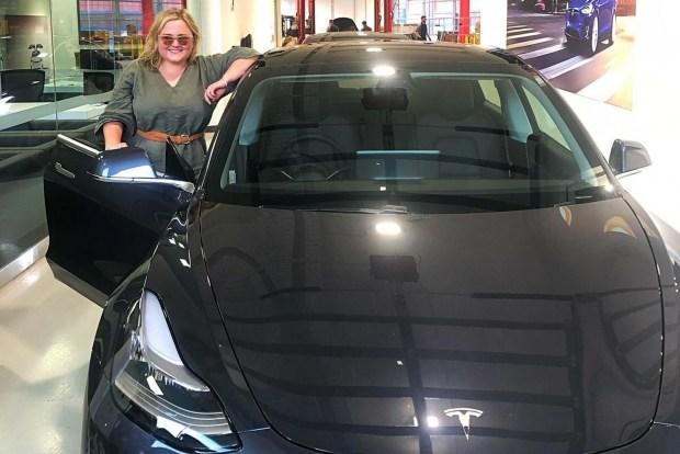Владелица Tesla поиздевалась над угонщиками ее авто