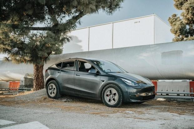 Tesla подготовила Model Y к бездорожью