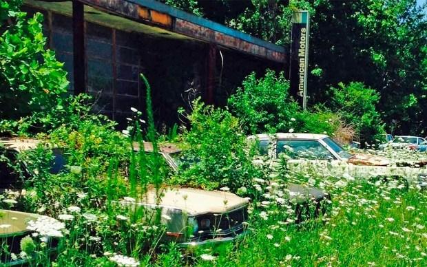 Заброшенный автосалон в котором еще можно купить автомобиль