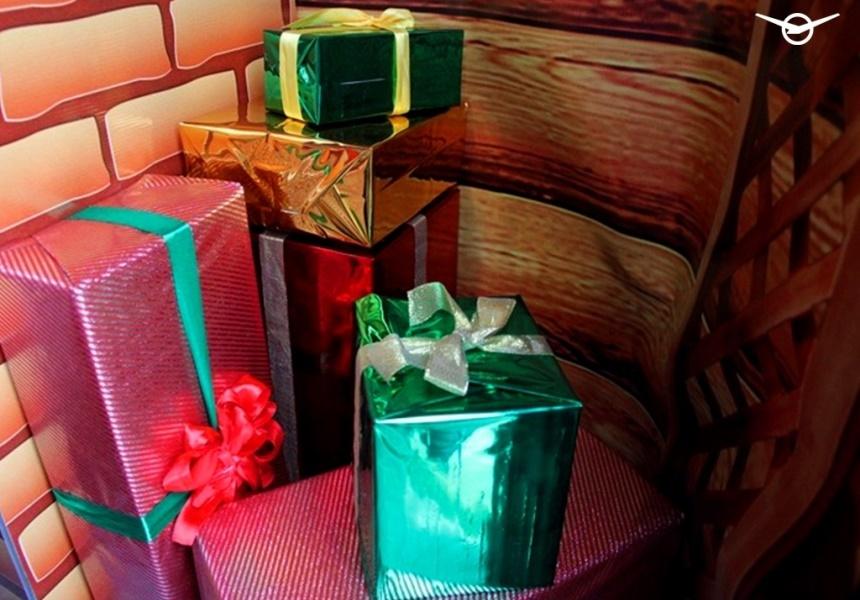 «Буханку» превратили в мобильную усадьбу Деда Мороза