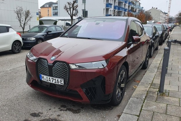 BMW iX: фото «живьем»