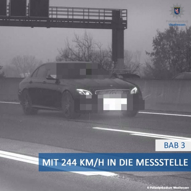 Mercedes-AMG E53 разогнался почти до максимальной скорости. Нарушение попало на камеру