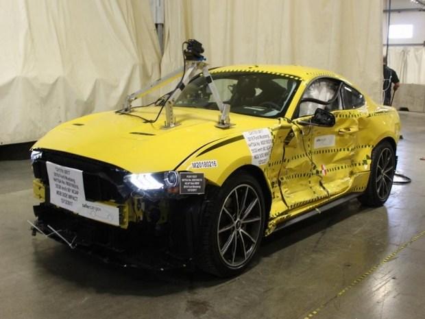 Ford продает Мустанги после краш-тестов