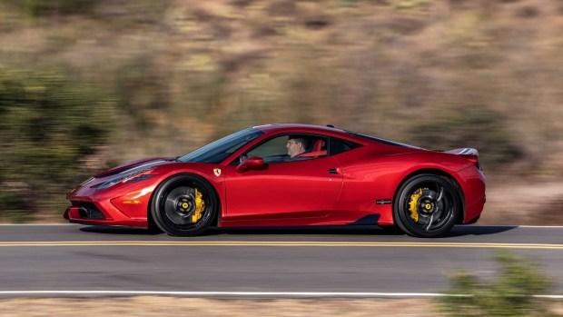 Самый быстрый броневик: первая в истории бронированная Ferrari 458 Speciale