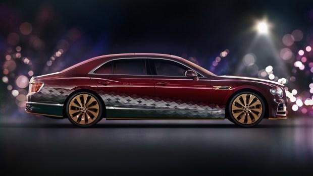 Bentley вместо оленей: британцы подготовили седан для Санта-Клауса