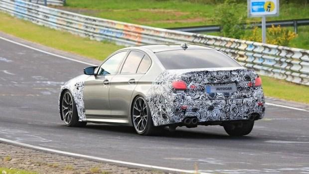 BMW выкатила на трек топовую M5