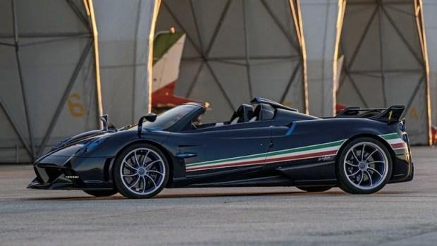 Компания Pagani представила ограниченную серию гиперкара Huayra Tricolore
