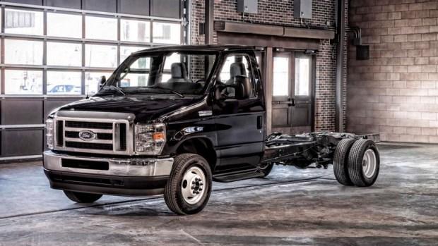 Ford отзывает почти 35 тыс. автомобилей