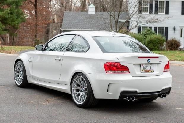 Таких больше не делают: на торги выставлен BMW 1M