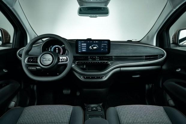 Fiat 500 заговорит голосом Алексы