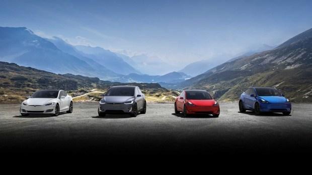 Tesla манит бесплатным автопилотом