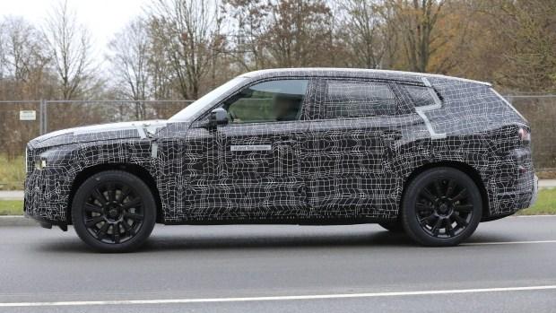 BMW тестирует новый кроссовер X8