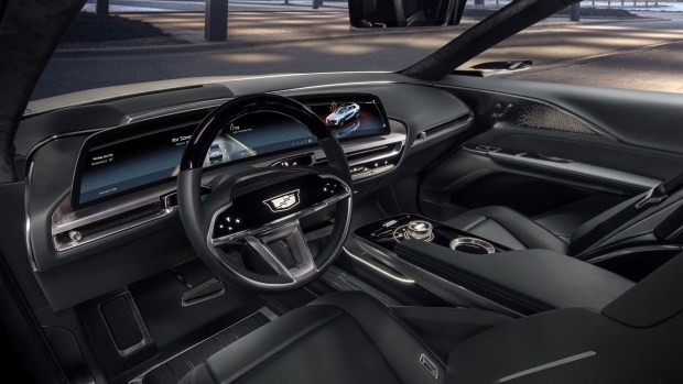 Интерфейс Cadillac Lyriq от создателей Cyberpunk 2077