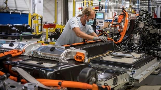 Volvo утроит производство электрокаров