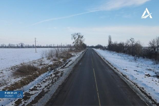 В Киевской области ремонтируют автодорогу по технологии укатываемого бетона (фото)