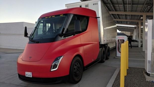 Tesla выпустит минивэн?