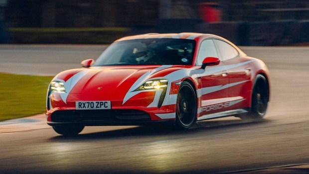 13 рекордов Porsche Taycan (видео)
