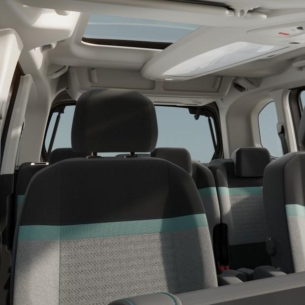 Пасажирський мінівен Citroen E-Berlingo: традиційні універсальність і простір салону - тепер для фанатів електротранспорту!