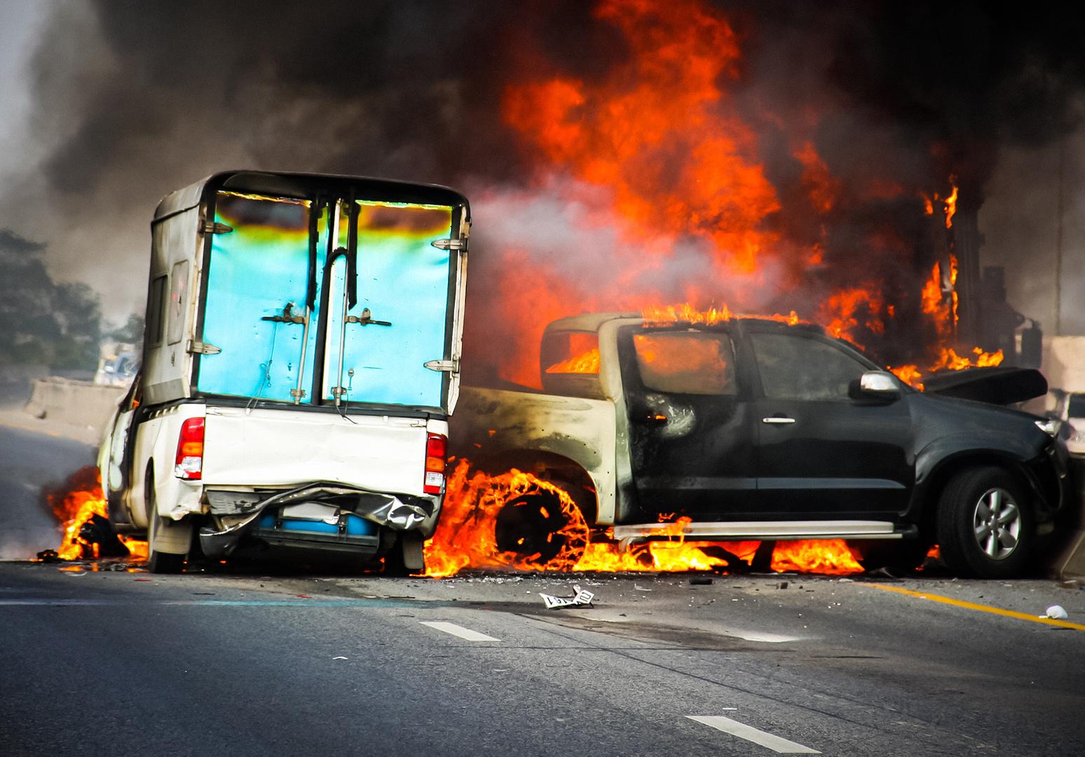 5 причин возгорания автомобиля: от травы до неисправности