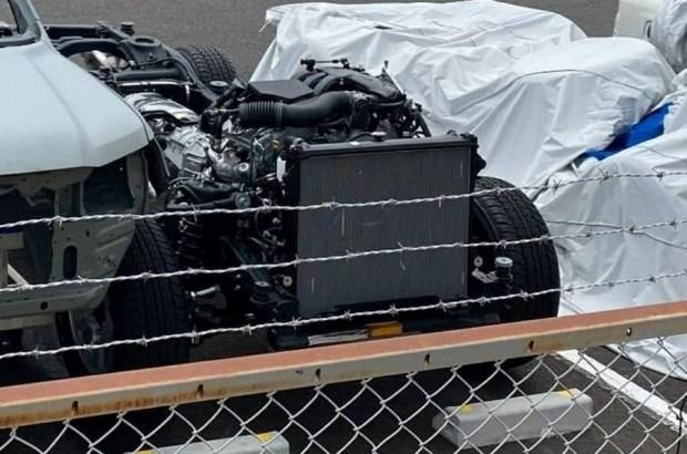 Впервые на фото: кузов и шасси нового Land Cruiser 300