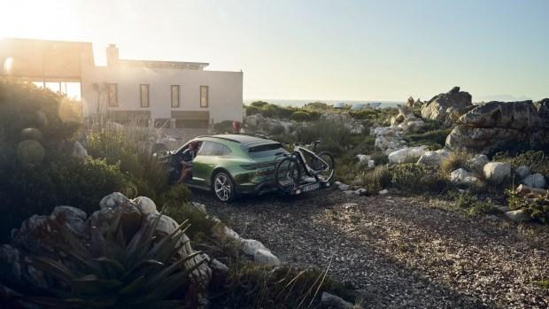Неправильные Porsche: компания представила новые модели
