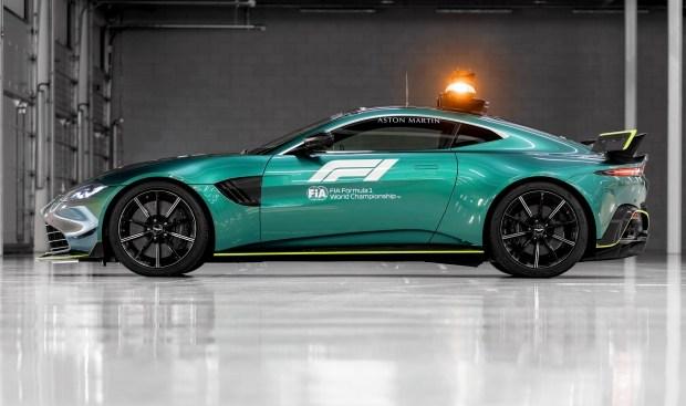 Aston Martin поделился первым изображением мощного Vantage