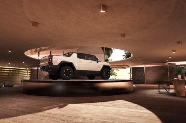 Гараж будущего для Hummer EV