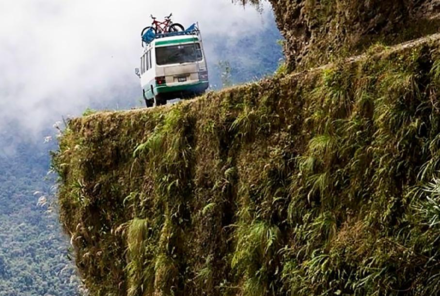 Спаси и сохрани: самые опасные дороги в мире