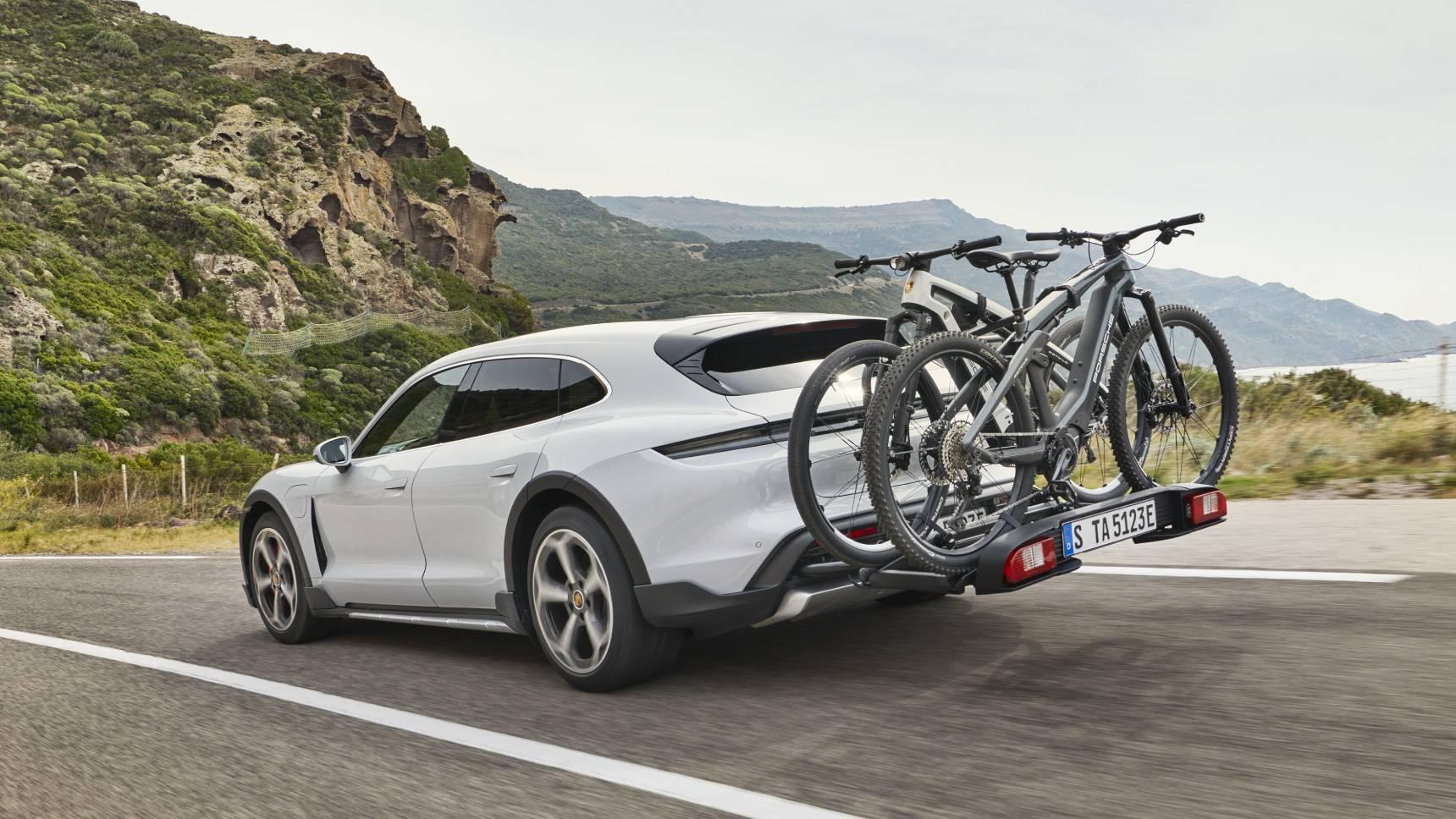 Стали известны цены на универсал Porsche Taycan для россиян