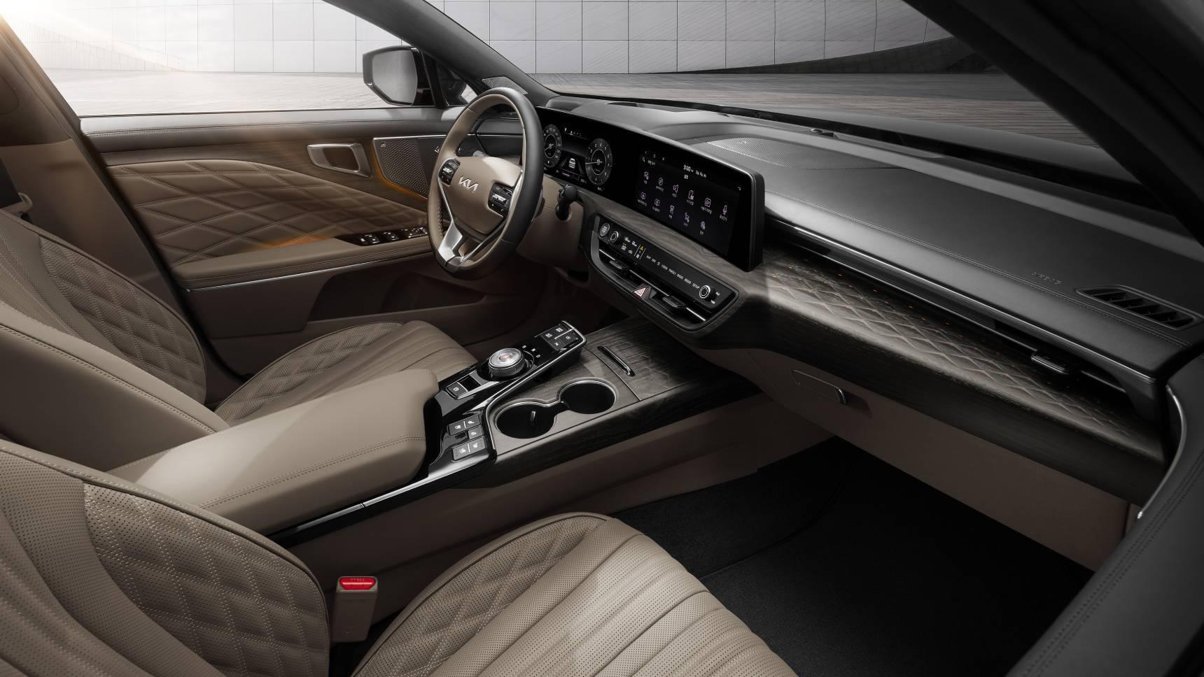 Раскрыты подробности о моторах нового стильного седана Kia K8
