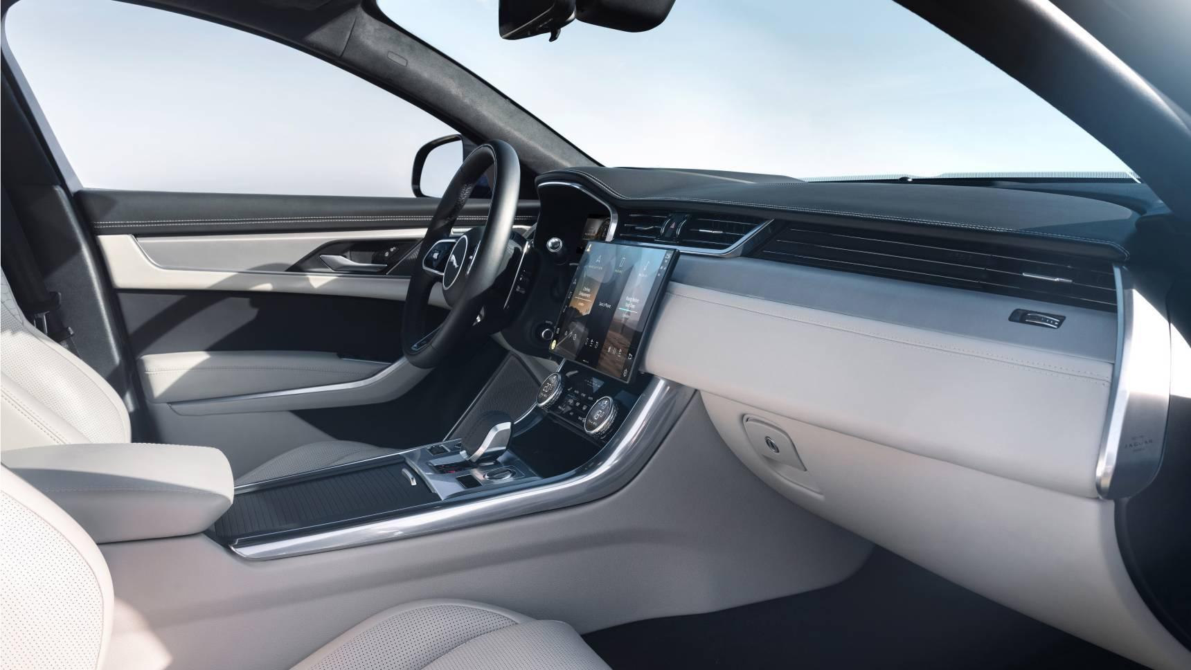 Jaguar объявил российские цены на обновленный XF