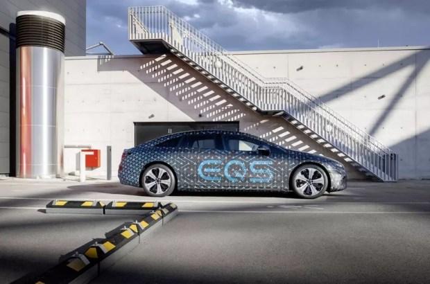 Mercedes поделился техническими деталями EQS