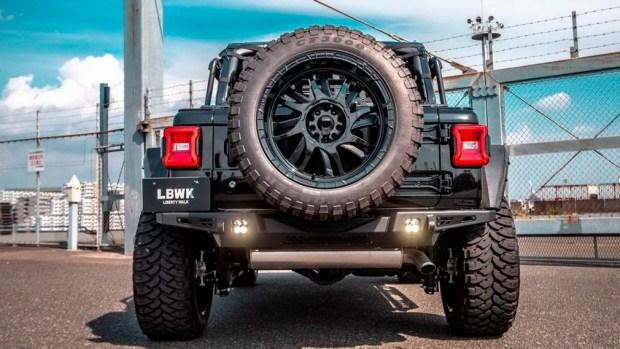 Ничего «лишнего»: Jeep Wrangler от Liberty Walk