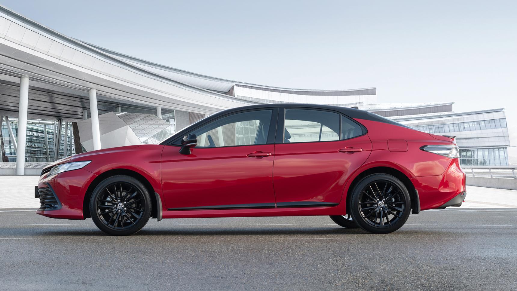 В России начались продажи обновленной Toyota Camry