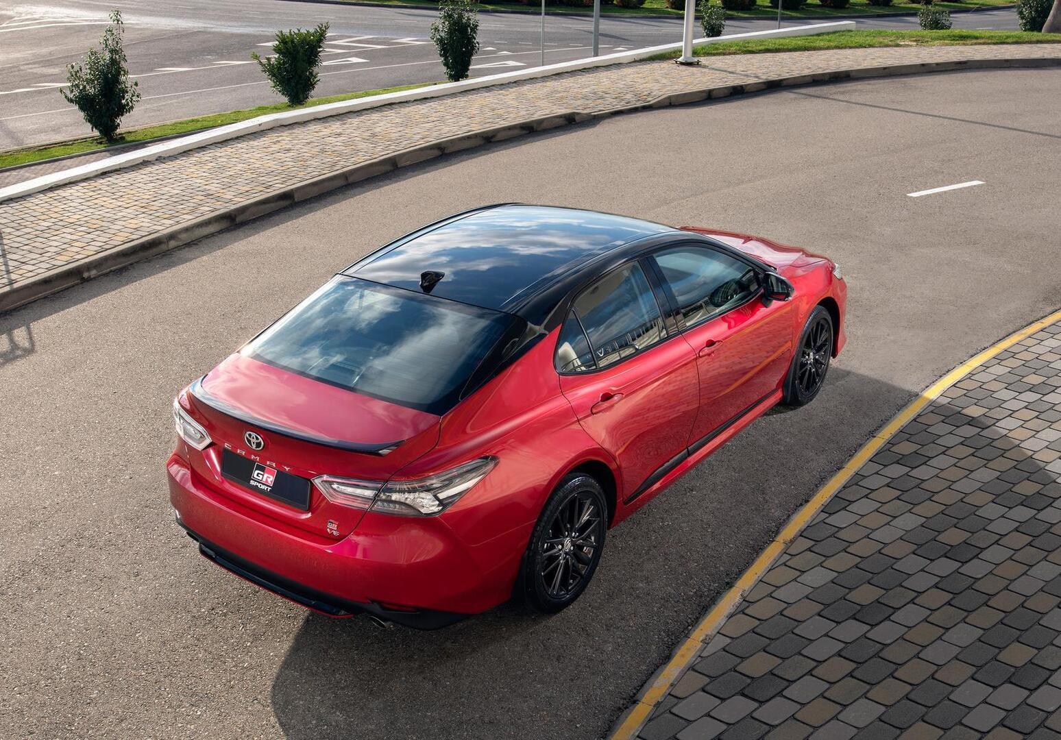 Покупаем обновлённую Toyota Camry: «жирная» версия за разумные деньги