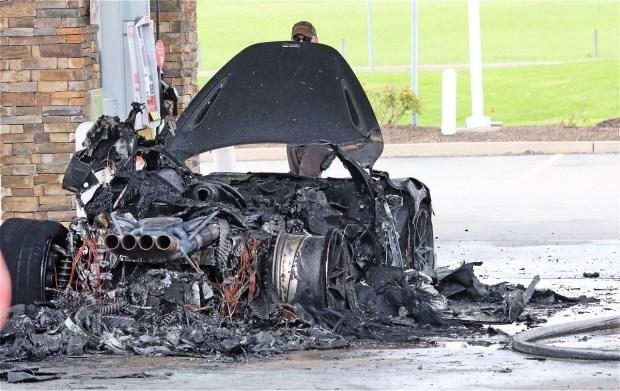 Сгорел на заправке: инцидент с McLaren