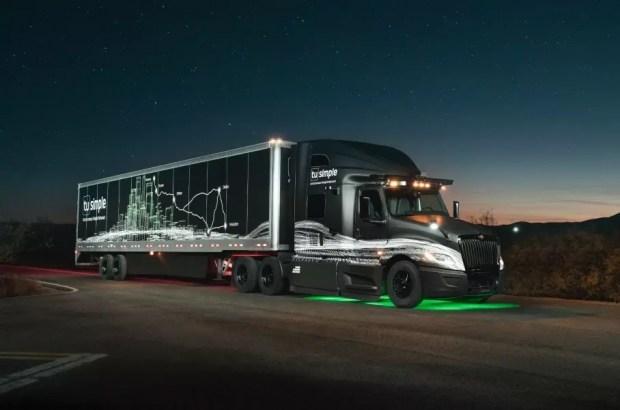 Беспилотный тягач проехал 1450 километров на 10 часов быстрее человека