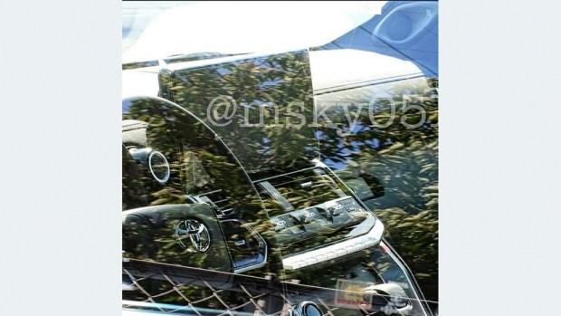 Первые снимки салона Land Cruiser 300