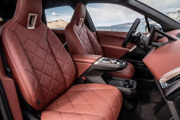 BMW опубликовала подробности о новом BMW iX xDrive50 2022 года