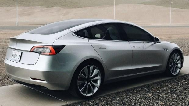 Tesla отзывает около 6 тыс. авто