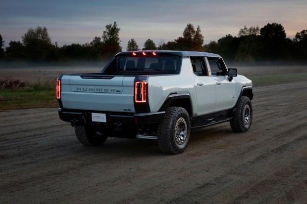 «Экстремальный внедорожный пакет» Hummer EV: что он включает?