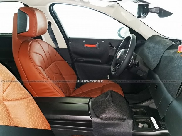 Конечно не Hyperscreen... Первые фото салона новой BMW 7-Series