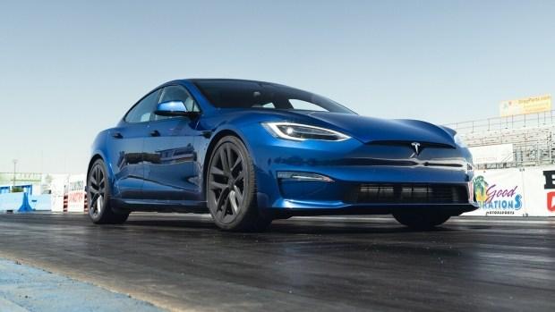 Просто лучший автомобиль? Новая Tesla Model S Plaid бьёт все рекорды