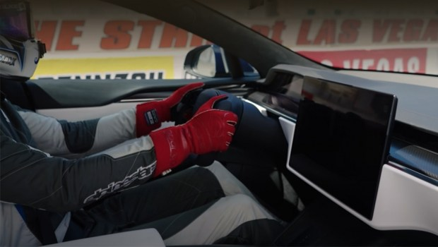 Электрокар Tesla Model S Plaid разблокирует максималку осенью