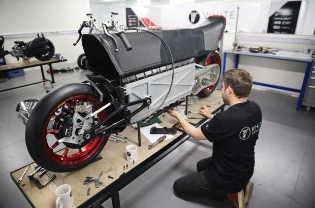 Полноприводный электрический байк с уникальной аэродинамикой поборется за мировой рекорд скорости