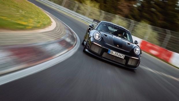 Mercedes-AMG иронично поздравили Porsche с рекордом Нюрбургринга